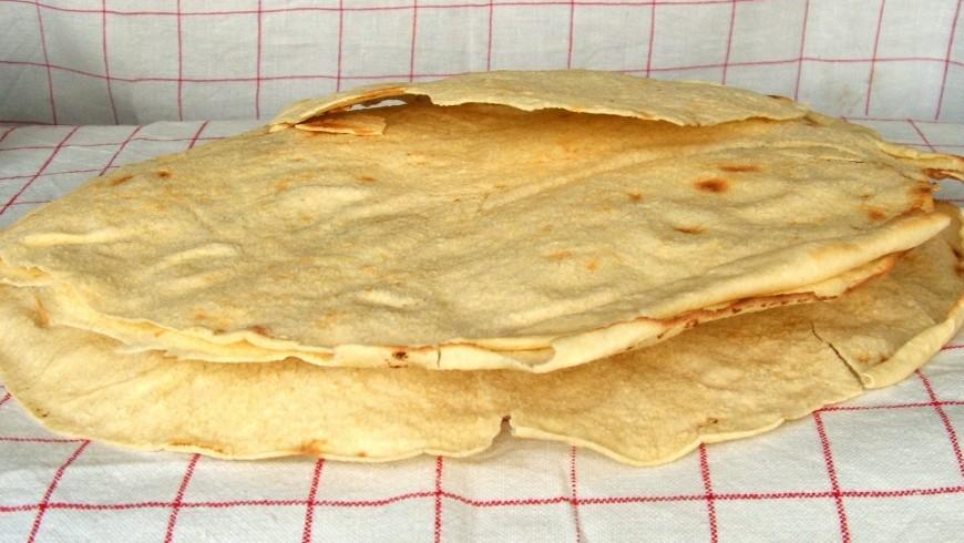 Il tipico pane carasau sardo, tipico anche della regione centrale, photo by Wikimedia