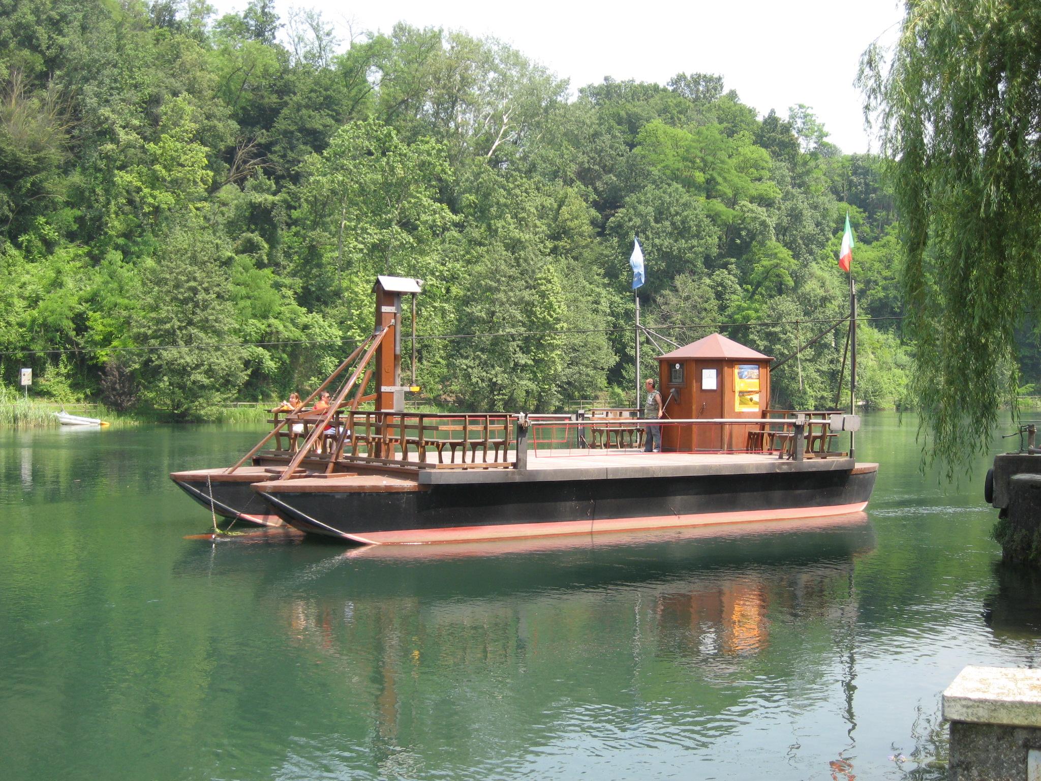 traghetto in legno ideato da Leonardo