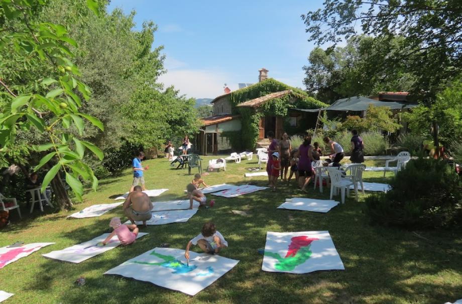 laboratorio di arte per bambini alla libera università di Alcatraz, ecobnb in Umbria