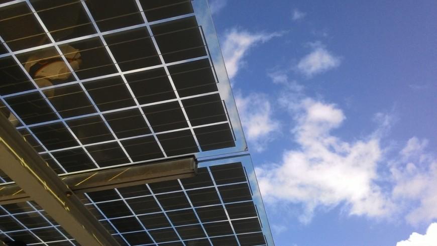 Pannelli fotovoltaici. Se installi infrastrutture di ricarica per EV fai attenzione ad utilizzare elettricità da fonti rinnovabili