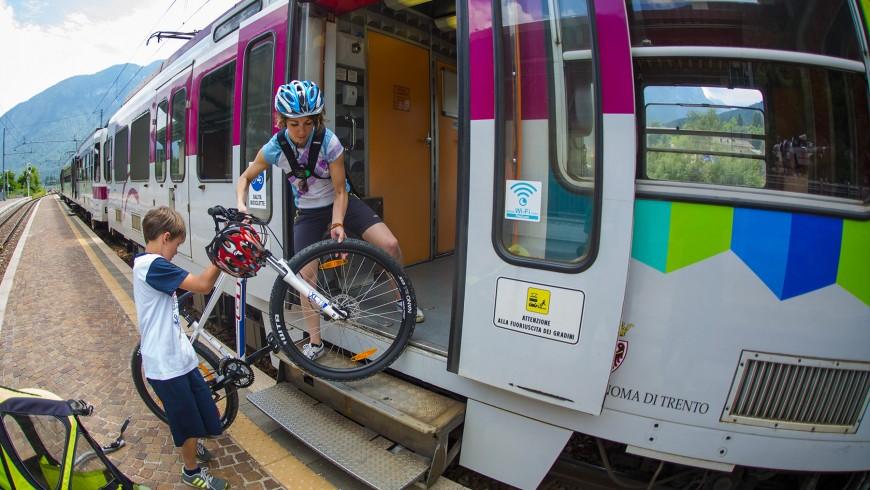 bicicletta e treno in val di Sole