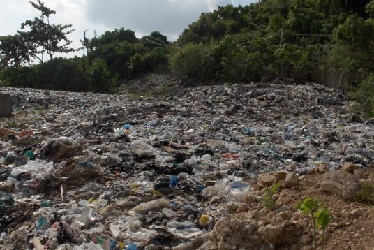 i rifiuti di boracay, una delle isole del pacifico distrutte dall'overtourism