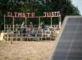 ragazzi discutono sul futuro del clima