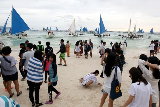 Boracay, sovraffollamento di barche e turisti