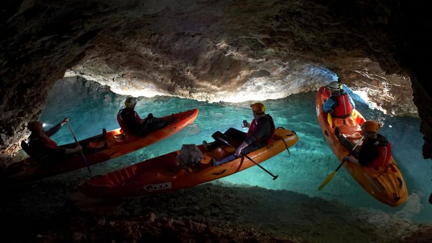 kayak sotteraneo nelle grotte