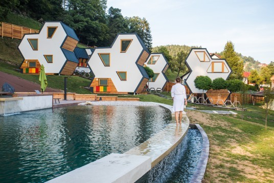 Un soggiorno insolito negli api-chalet al Villaggio del Miele