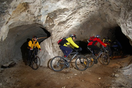 mountain bike sotterraneo in slovenia