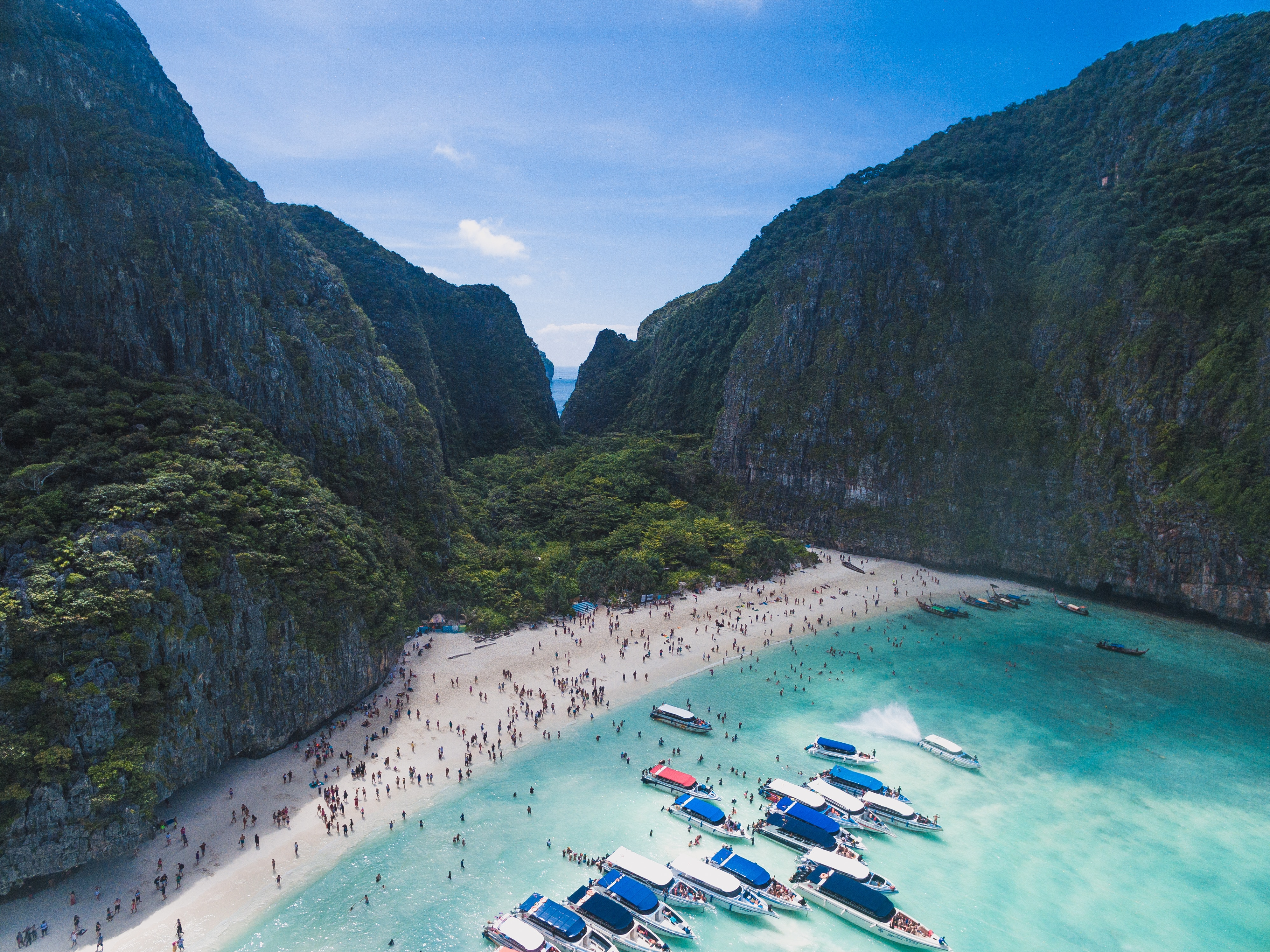 Maya Bay, una delle Isole del Pacifico minacciate dal troppo turismo