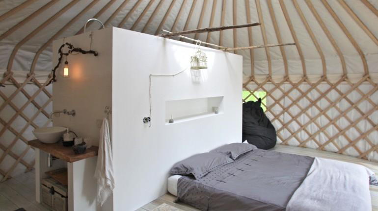 interno di una tenda del glamping