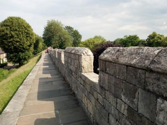 camminare Sulle Antiche Mura di York