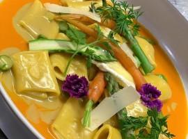 piatto servito nel ristorante gourmet con varie verdure