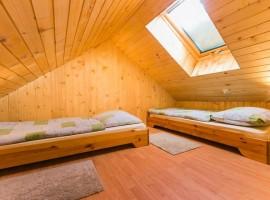 interno delle stanze, arredate interamente in legno