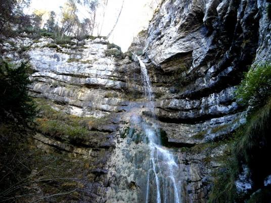 La bellissima Cascata dell'Ofentol, Altipiani Cimbri, Trentino