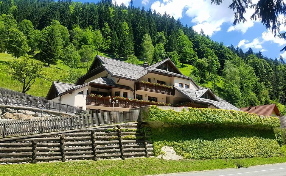 Alloggi eco-sostenibili vicino alle cascate di Rinka, in Slovenia