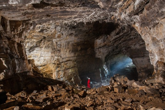 interno asciutto della grotta di Kizna