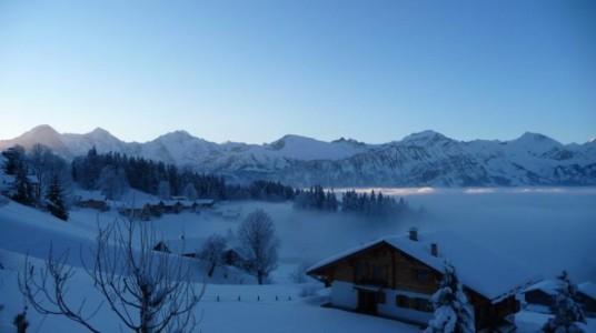 paesaggio innevato e hotel eco-friendly a Interlaken
