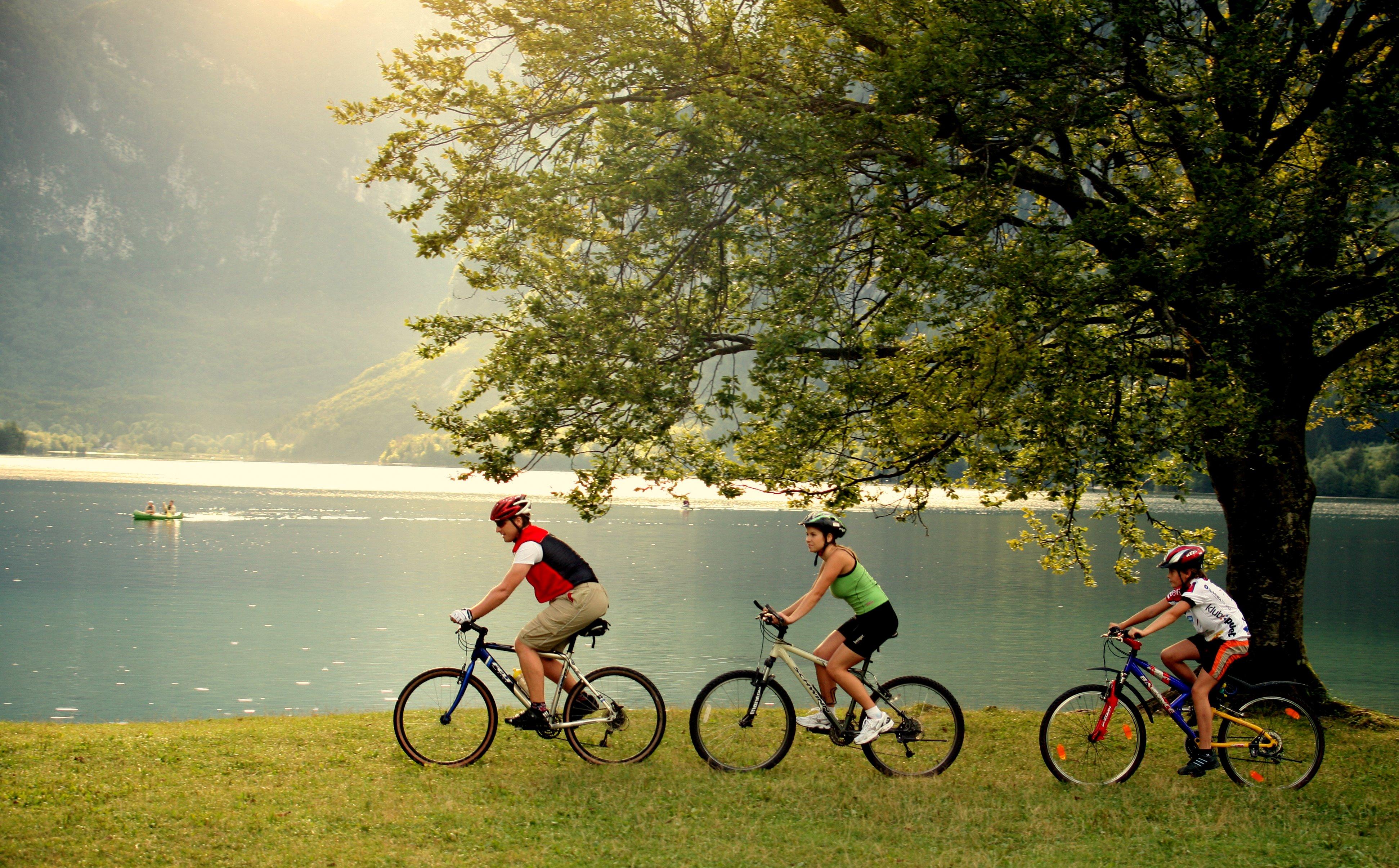 in ebike attorno al lago di Bled Slovenia