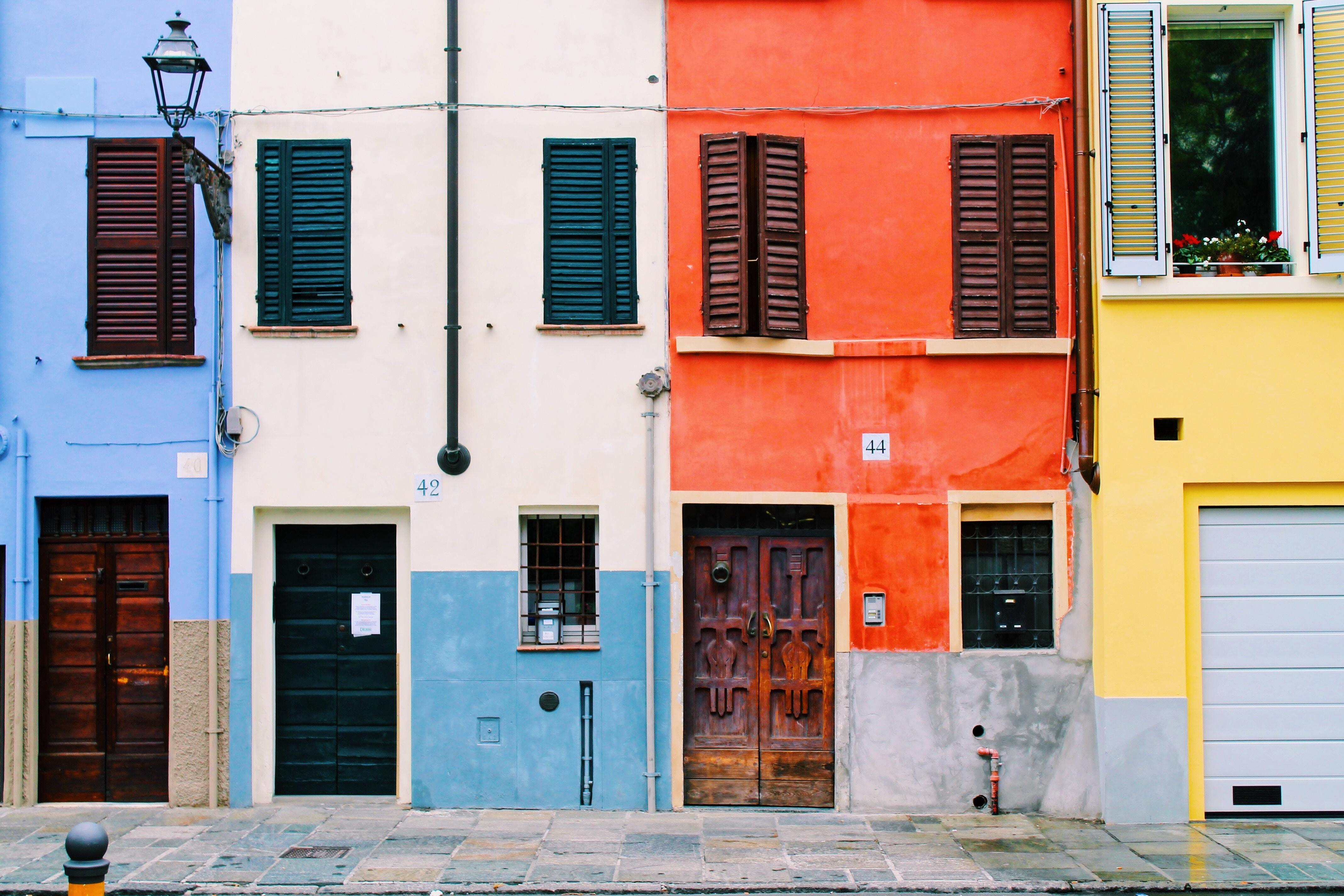 Parma, case colorate del centro storico