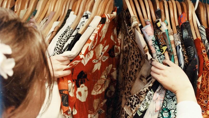 Shopping per abiti di seconda mano