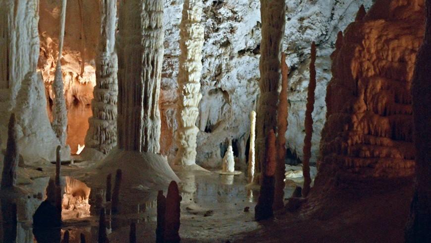 Grotte di Frasassi, vicino all'Agriturismo La Coroncina