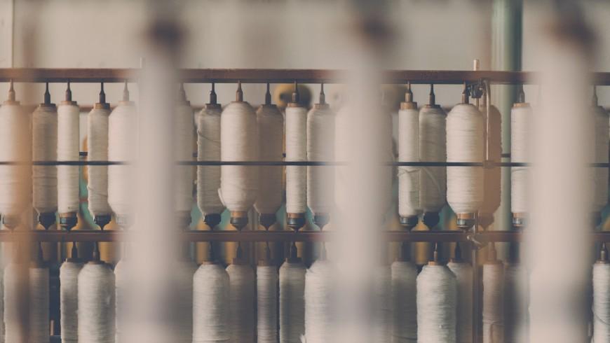 Bobine di fili bianchi