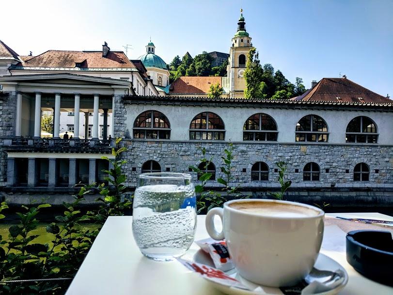 colazione davanti al paesaggio di Lubiana