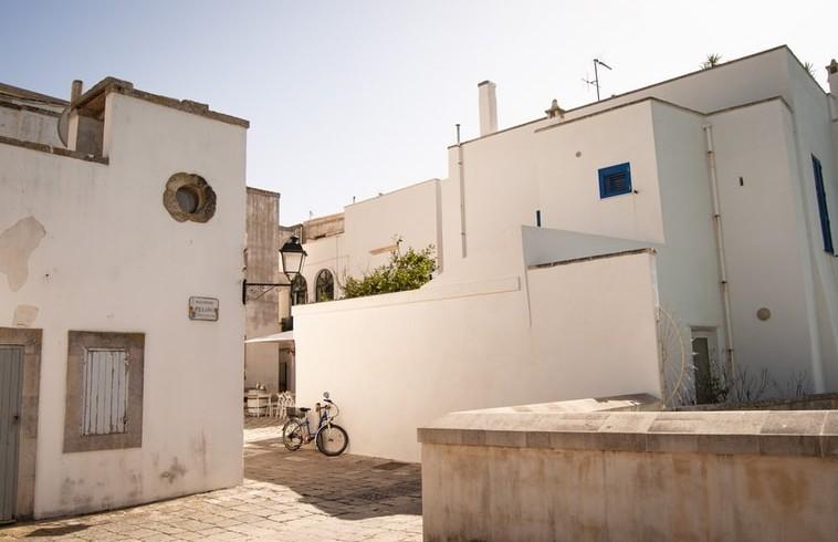 case bianche tipiche del centro storico della città di Oranto