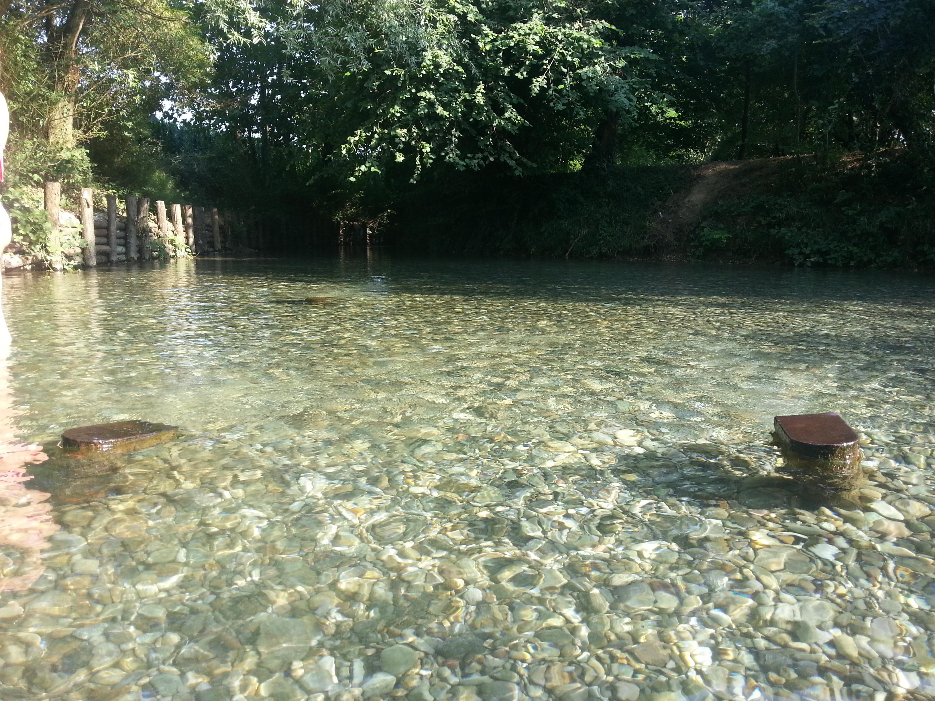 piscina nella campagna di Cremona