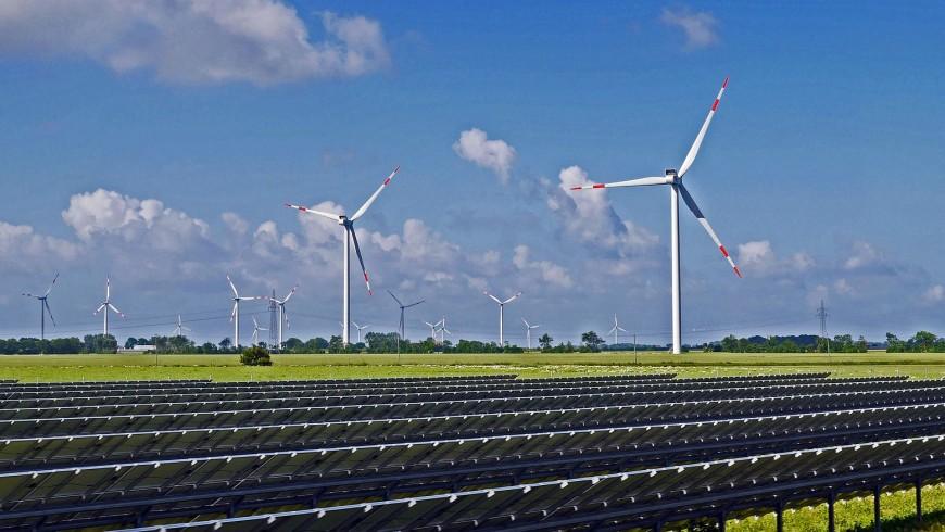 energie rinnovabili: turbine eoliche e moduli fotovoltaici