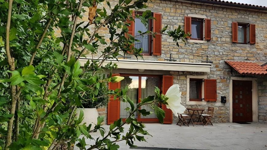 particolare delle case in pietra d'istria