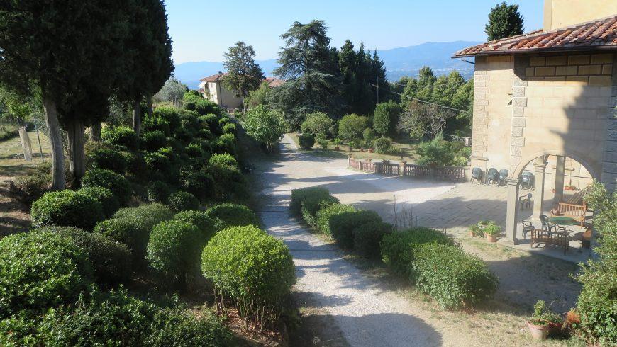 Casa Cares, casolare immerso nel verde, tra le colline toscane