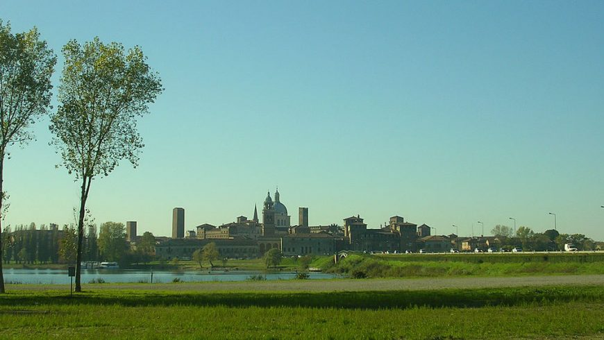 Skyline di Mantova dai laghi