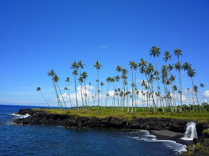 Costa sud-est dell isola di Savai'i, Samoa, con la cascata di Mu Pagoa