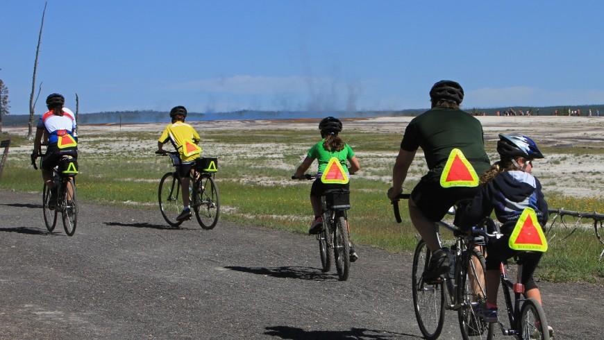 gita in bicicletta con tutta la famiglia