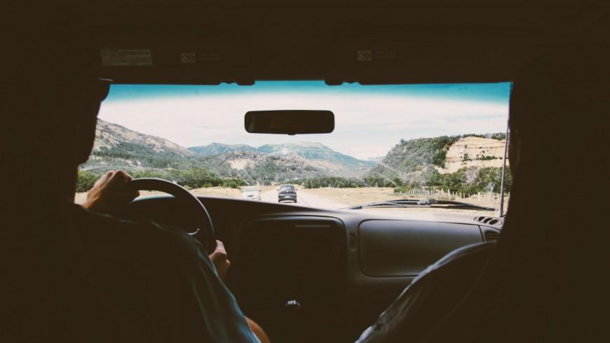 evita di viaggiare in automobile per Ridurre la CO2 dei nostri Viaggi, e Salvare il Pianeta