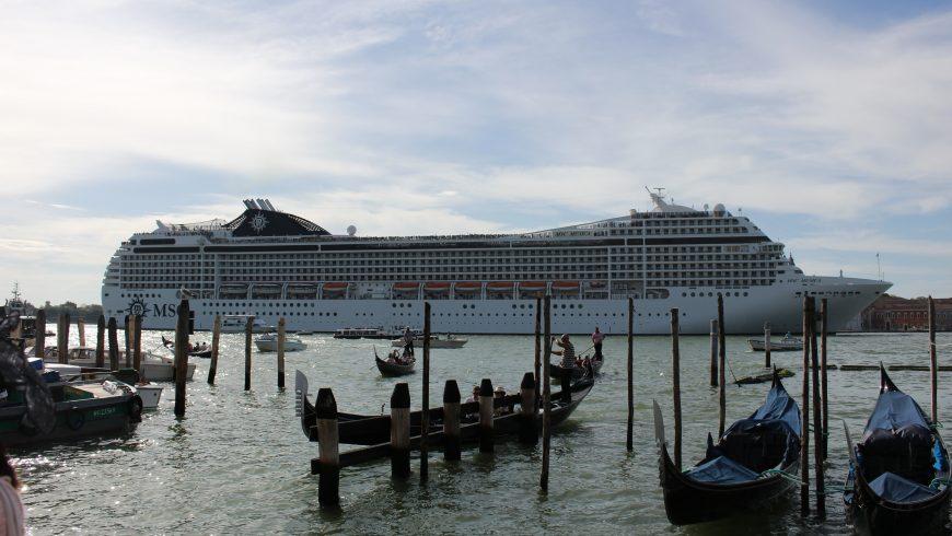 nave da crociera a venezia, una delle cause di overtourism