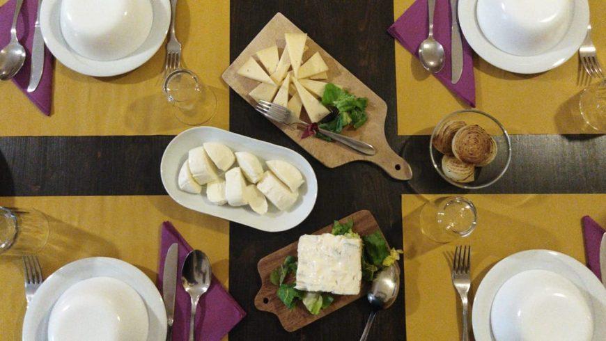 Pranzo a base di prodotti locali nell eco cascina Casa Cares