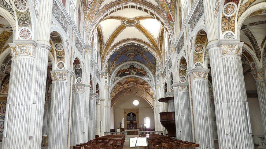 Interno dell'abbazia di San Colombano