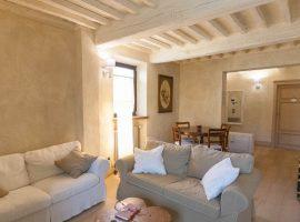 soggiorno del casale a Pietrasanta