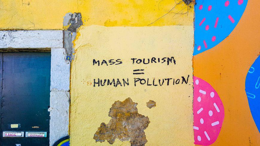 protesta contro il turismo di massa