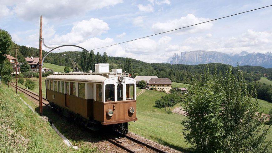 Il trenino Renon, tra le Dolomiti