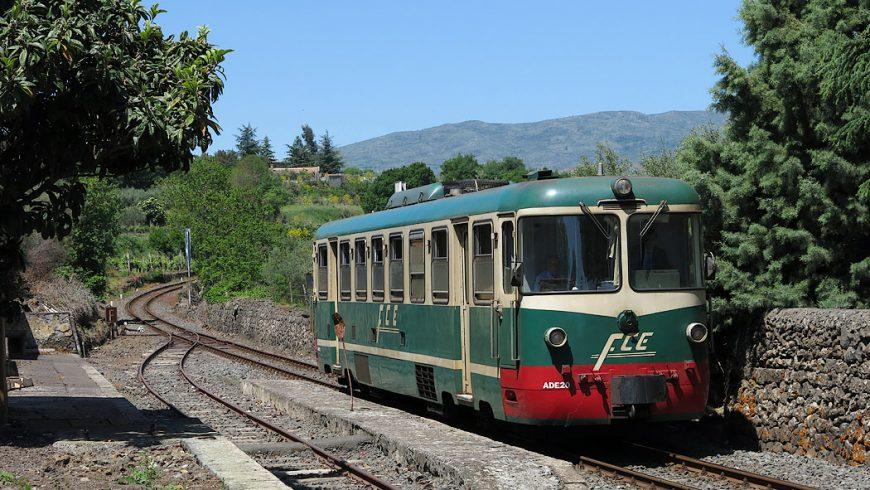 Cirumetnea, un treno turistico attorno al vulcano