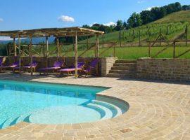 natura e relax nelle marche piscina
