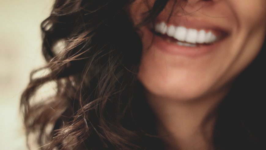 i benefici dell'aloe vera per i capelli, pelle e denti
