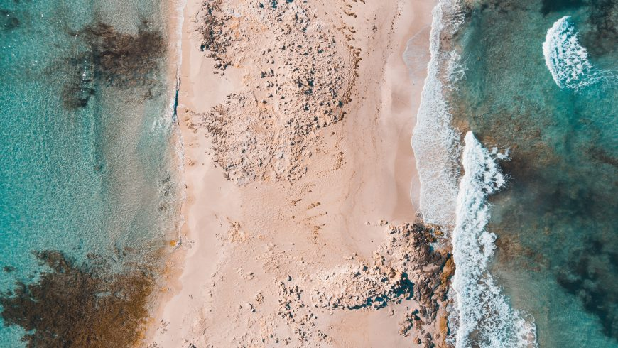 spiaggia e mare di formentera vista aerea
