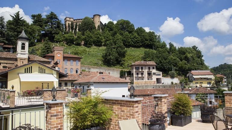 Il tuo appartamento tra le Langhe con vista castello