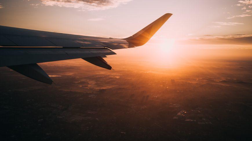 aereo nel tramonto