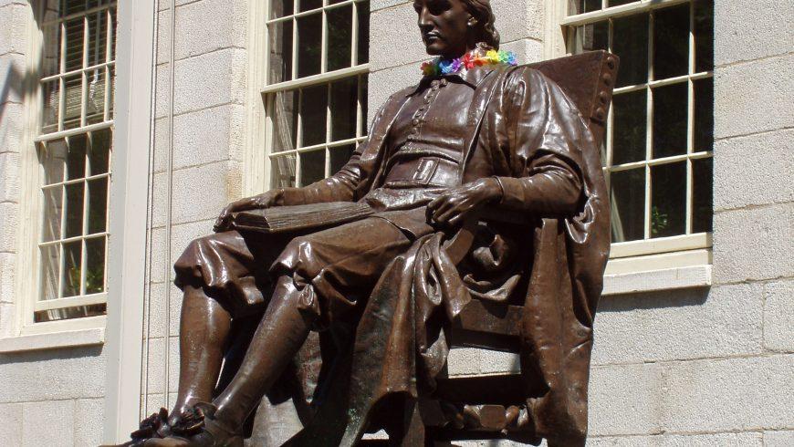 Statua nel cortile del college dell'Università di Harvard, Cambridge, Massachusetts