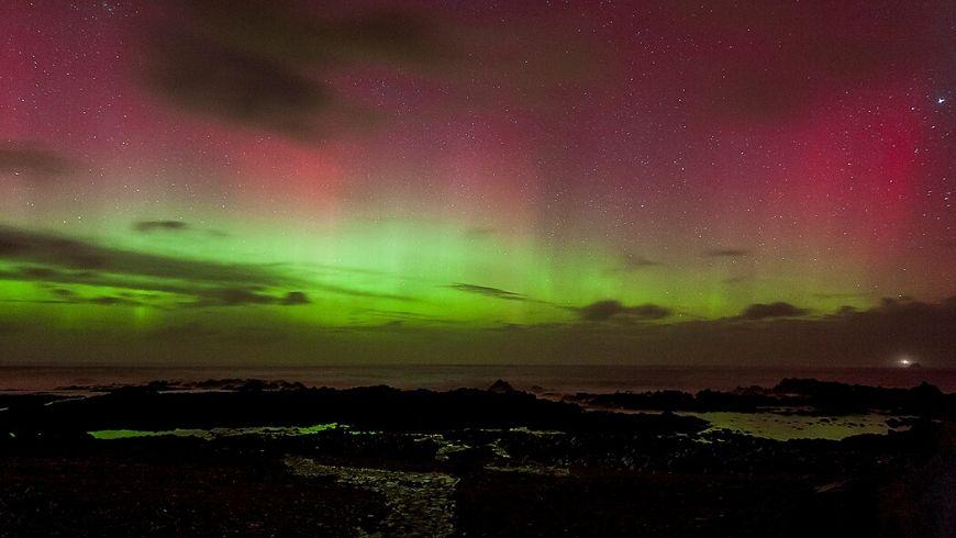 aurora rosa in irlanda del nord