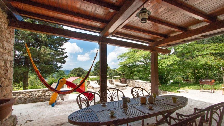 veranda con vista panoramica di villa lola su ecobnb